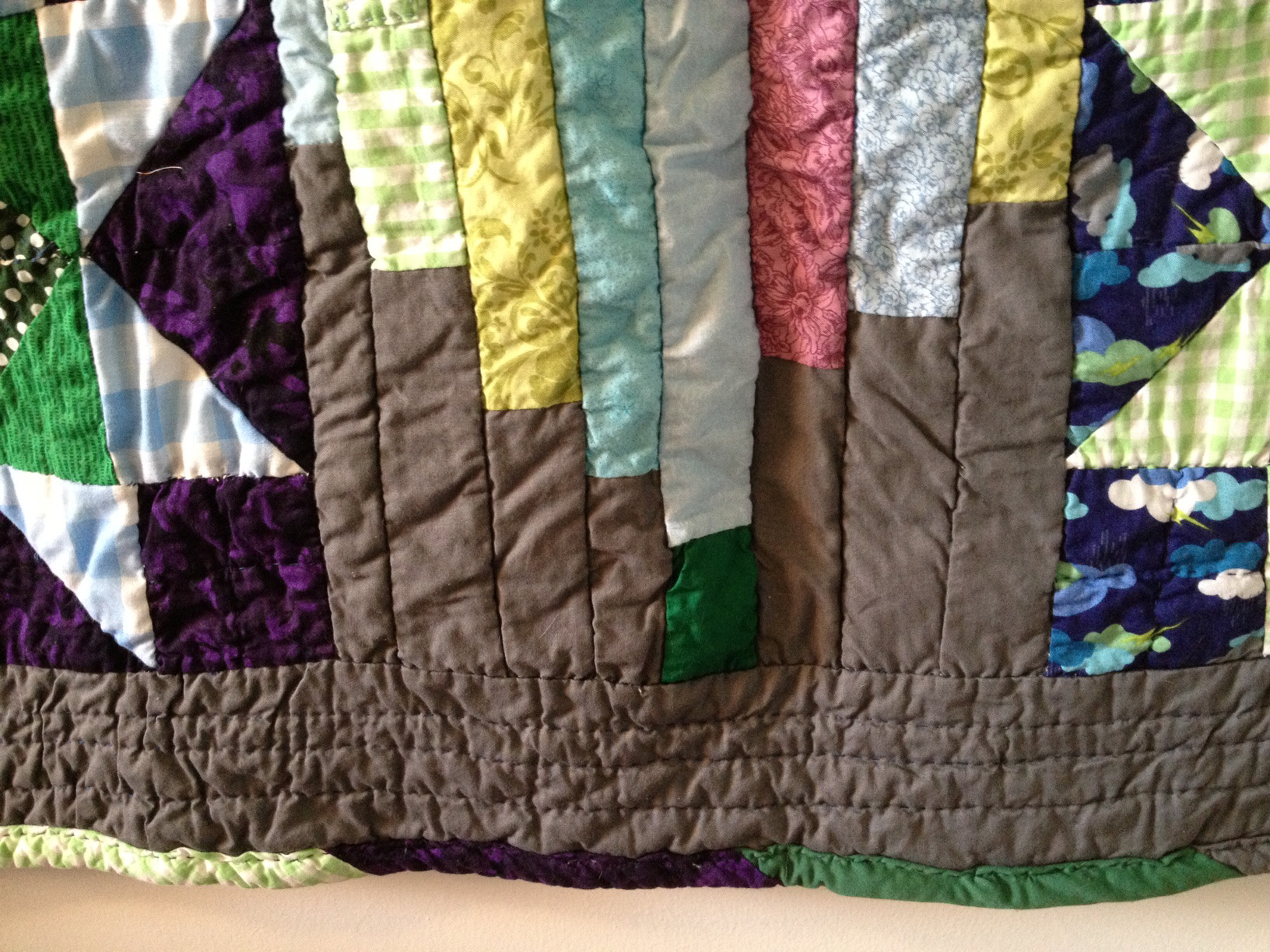 Stripy binding and quilted border.