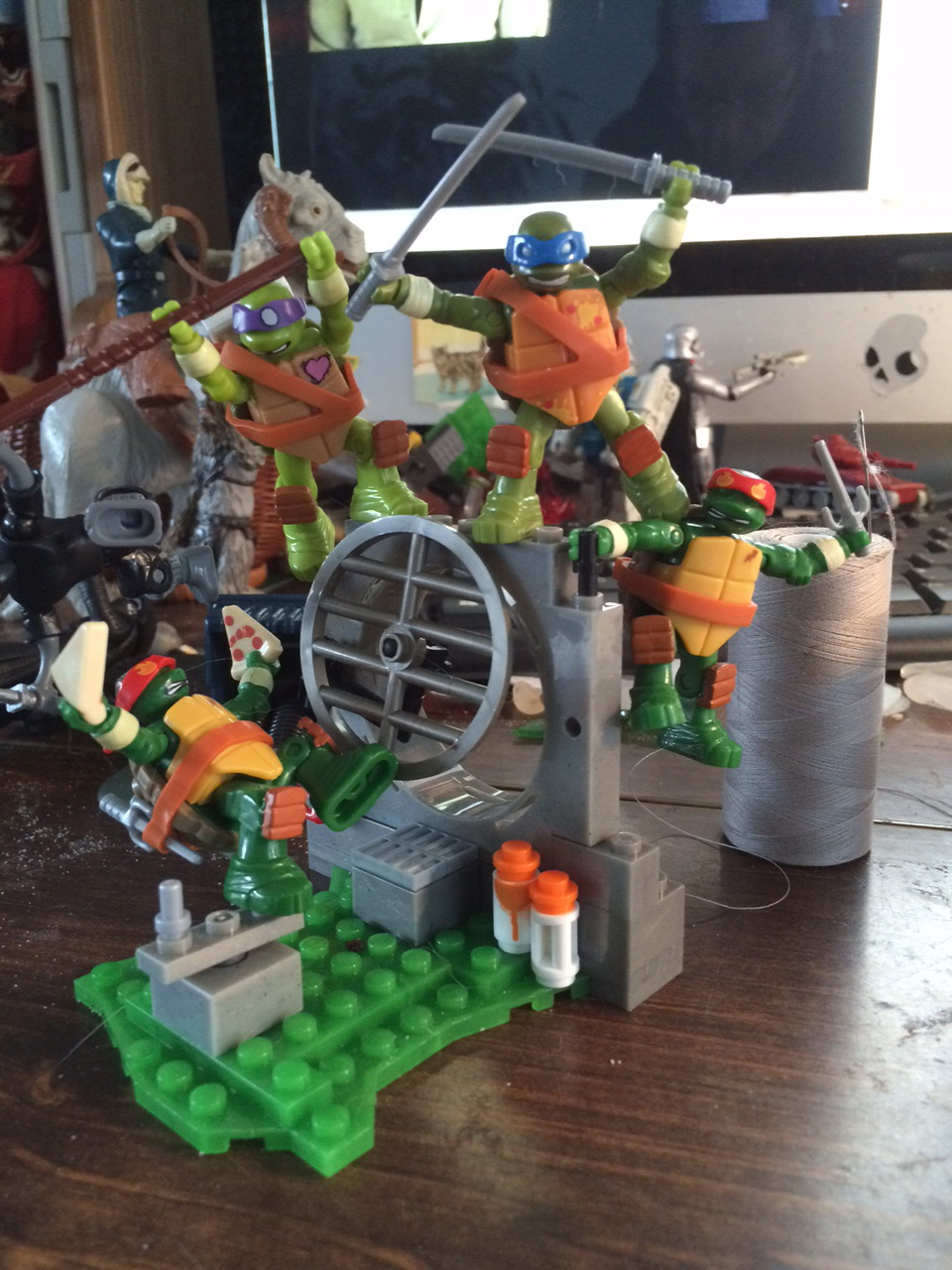 A close up of this section. These tiny TMNT figures are fun and distracting!