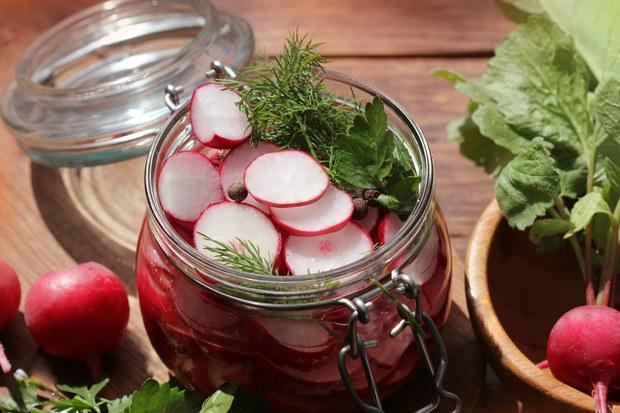 pickled-radishes.jpg