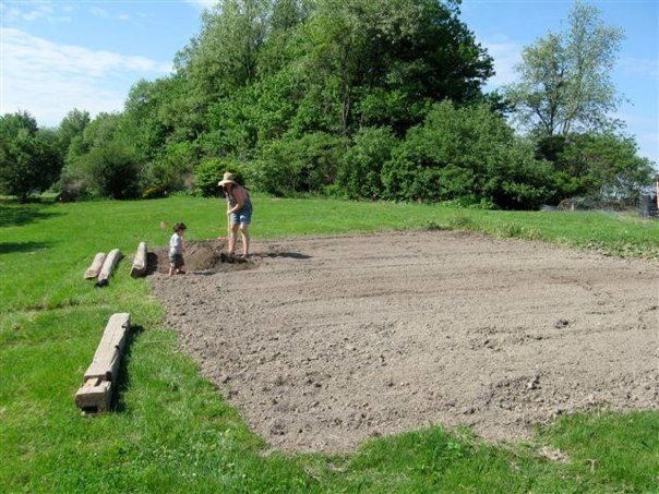 I call this 'Pregnant and Hoeing'. Creation of the vegetable garden 2010