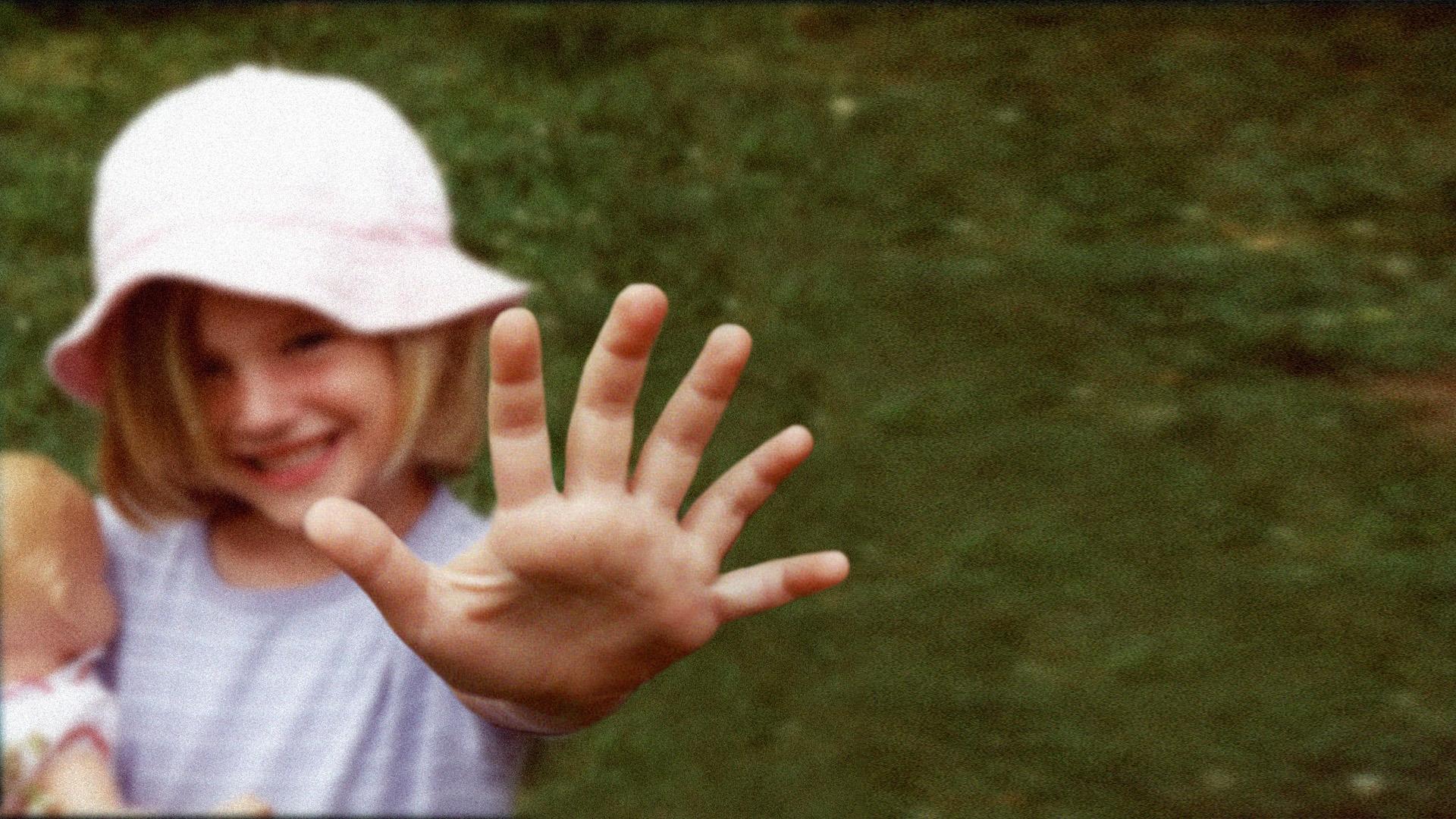 2001_05_EMMA_six_fingers_sm.jpg
