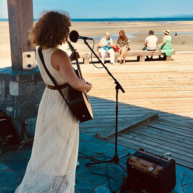 That time when only 4 people showed up, but the scenery made the gig. @peterhorvat_koe knows how to hide an audience better than anyone. #VanIsle #summertour #boardwalk