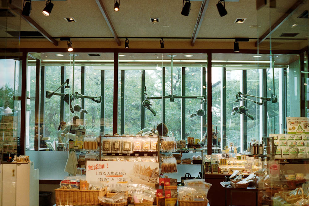 Roppongi (Tokyo Midtown), Tokyo - A pet-focused store inside the mall with a grooming area in the back.