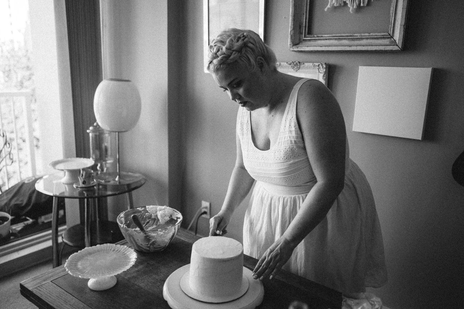 VanillaAndHoneyBee Cake WeddingVendorBTS-14.jpg