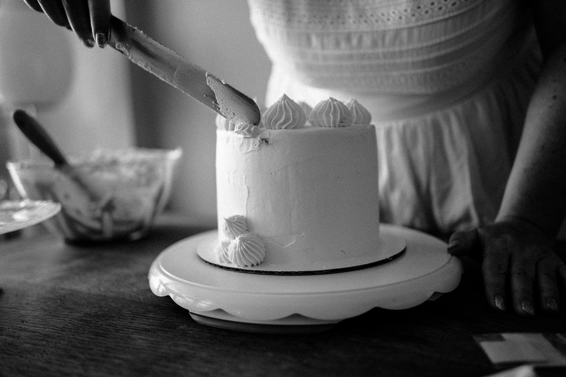 VanillaAndHoneyBee Cake WeddingVendorBTS-17.jpg