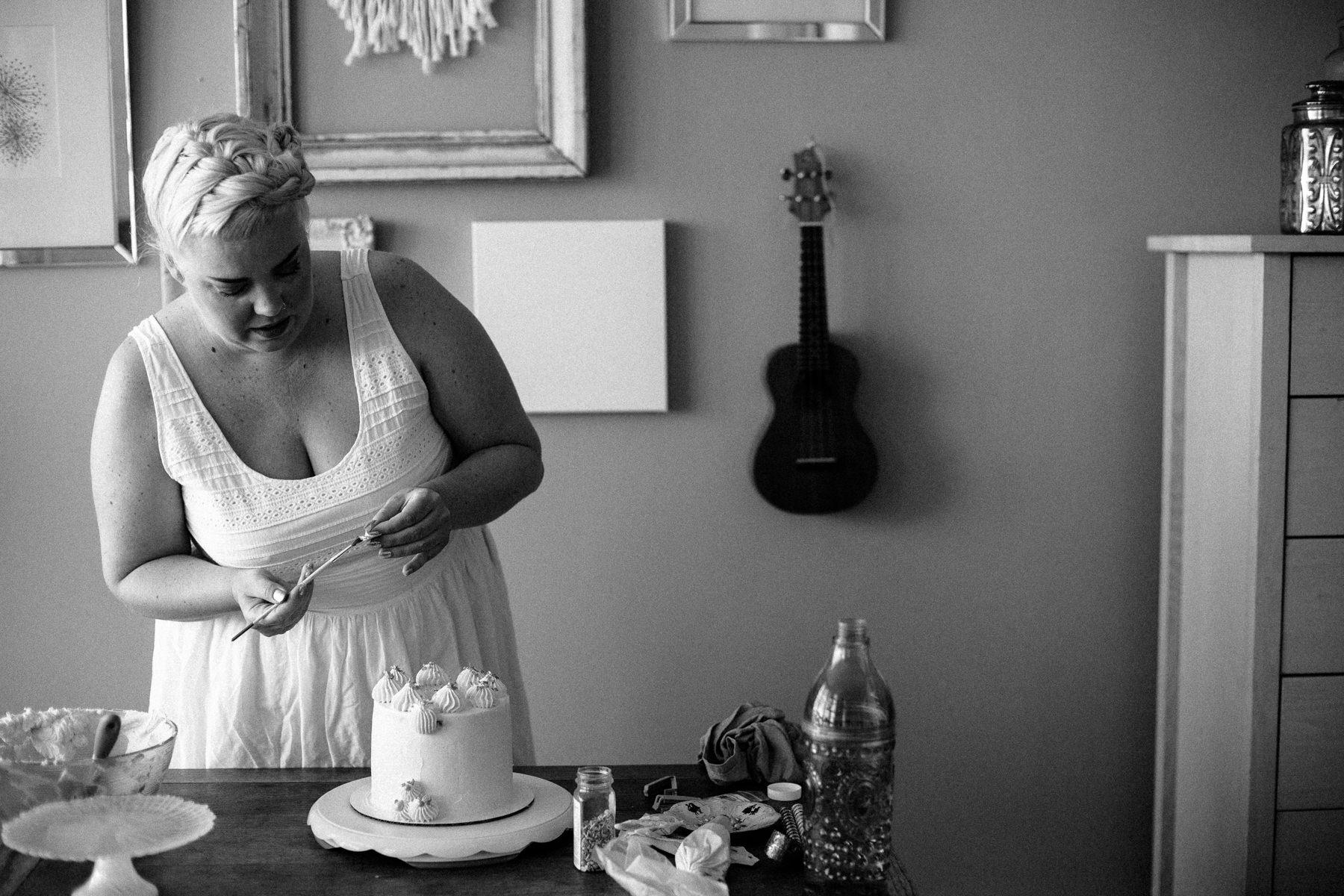 VanillaAndHoneyBee Cake WeddingVendorBTS-23.jpg