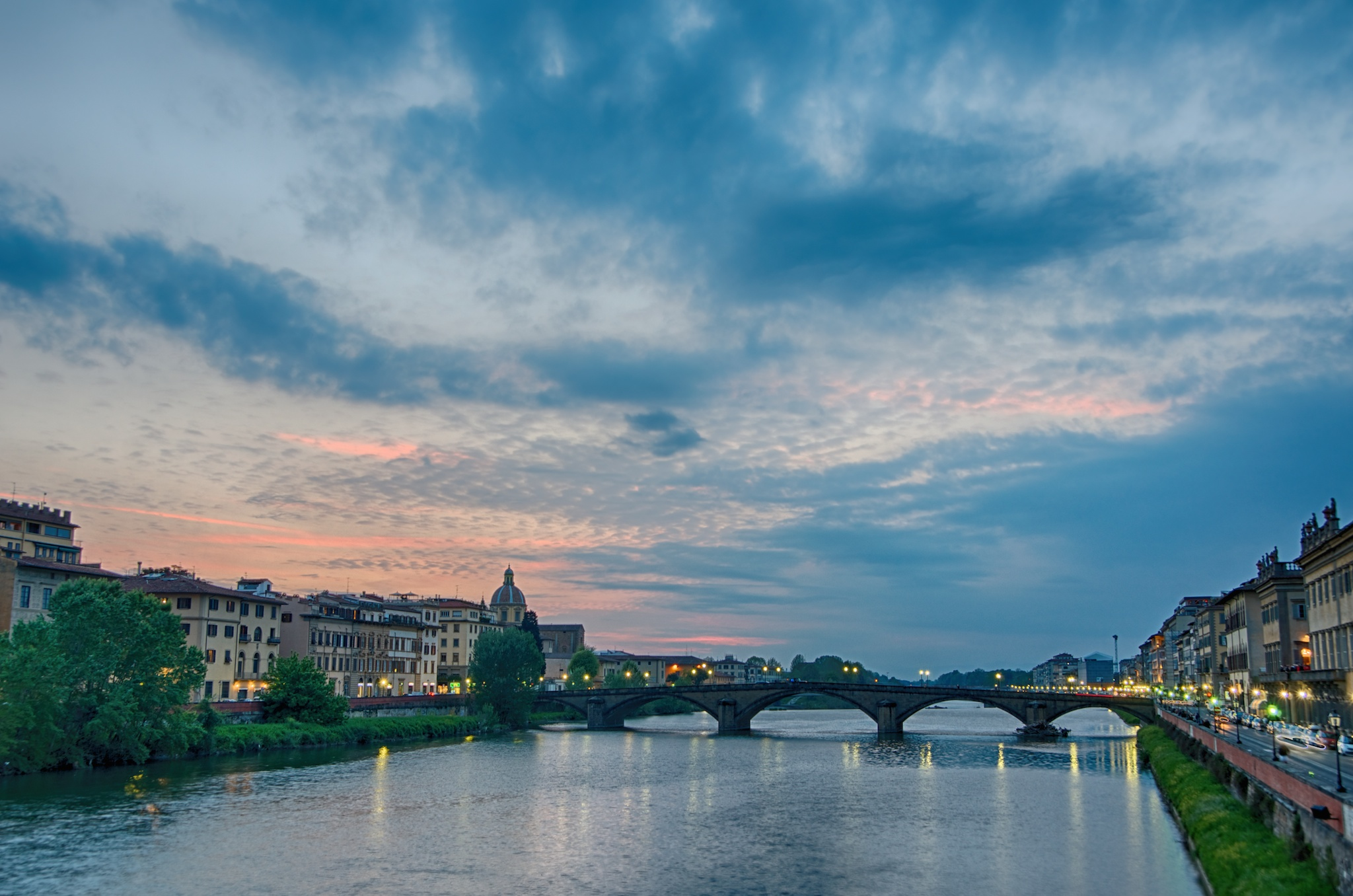 A shot of the Ponte alla Carraia I tried to save in post. Lousy, Sky is interesting, but again, no action in the water.