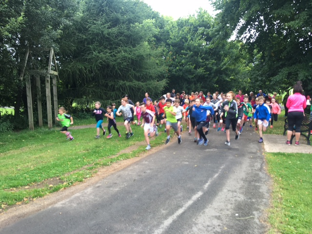 Ormeau Junior Parkrun - boys & girls from age 4 to 14 run 2km every Sunday morning in Ormeau Park