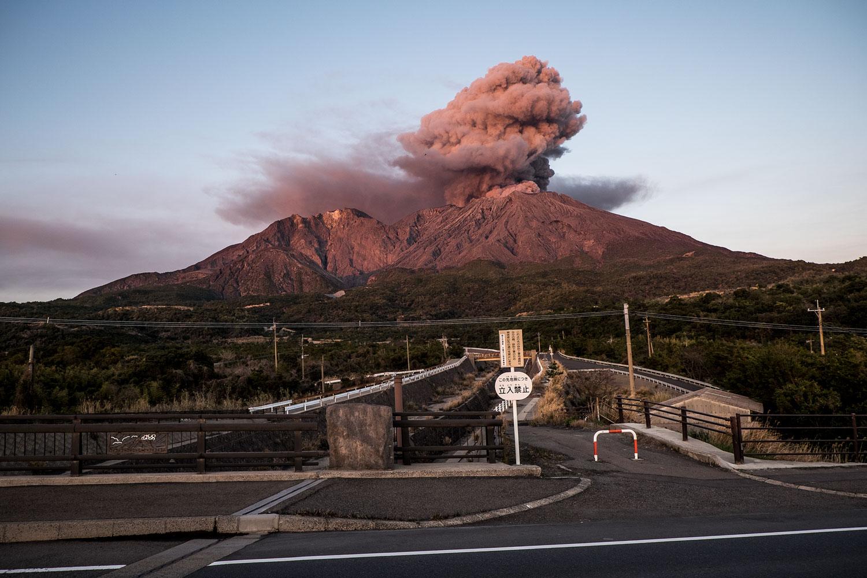 Sakurajima vulcano erupting.