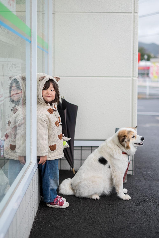 We met this cute little girl in Ichikikushikino