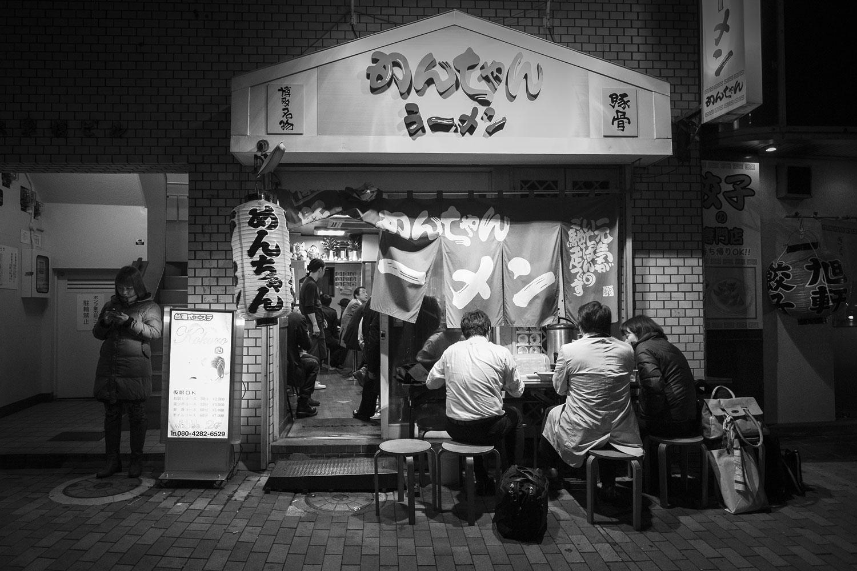 Vita notturna Fukuoka.