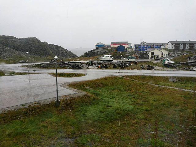 Buongiorno Nuuk, è bello veder piovere quando hai un tetto sopra la testa ☔ #uncommonarctic #giroalfreddo #greenland