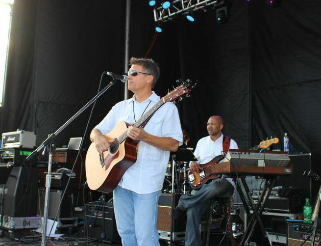 Bill Simpson onstage 9 7 14 Hunt Beach.jpeg