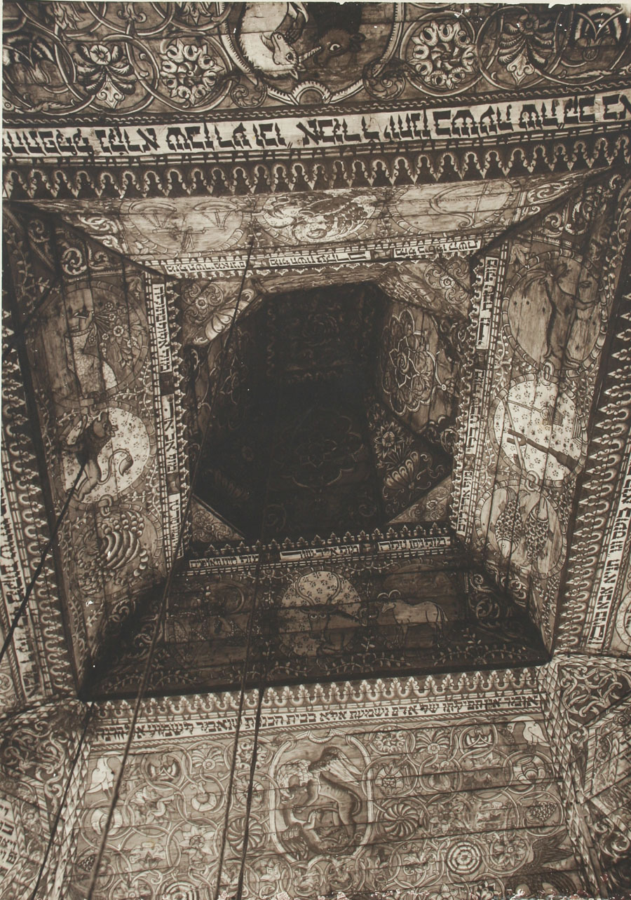Gwozdziec Synagogue ceiling painting and central cupola. Coutesy of the Tel Aviv Museum of Art.