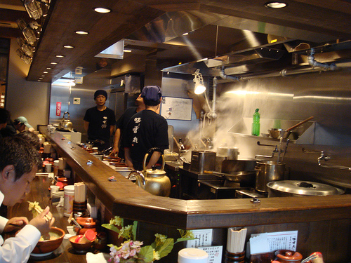 A typical ramen-ya (ramen shop).  Image by InfoMofo.