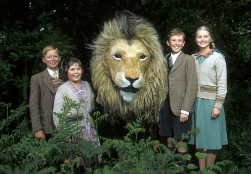 Edmund, Lucy, Aslan, Peter, and Susan in the BBC Narnia mini-series