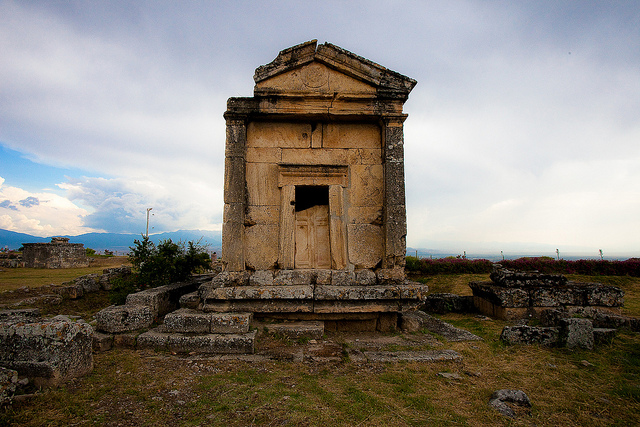 Photo of burial site in Hierapolis by  Esther Lee .