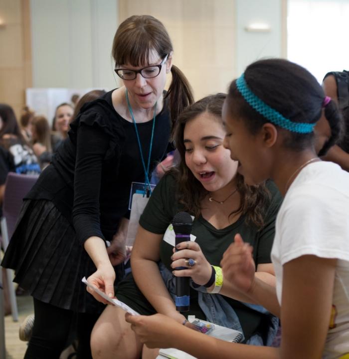 Lisa Loeb with WriteGirl teens.jpg