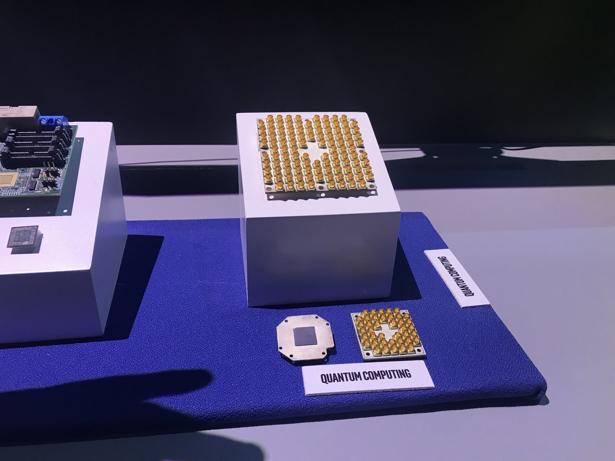 Intel's 49-qubit quantum chip