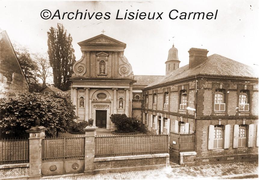 cour-Chapelle-ext-a-avant-1919.jpg