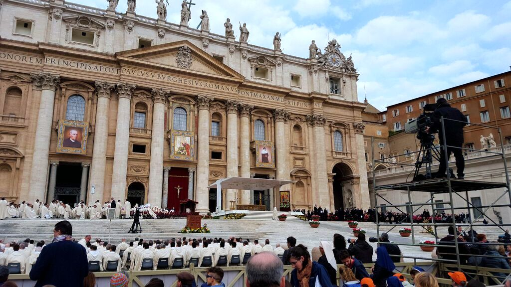 Camera gets in position before the Mass of Canonization
