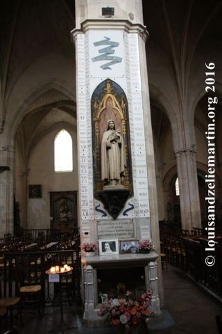 The statue of St. Therese of Lisieux in St. Eulalie's Church, Bordeaux