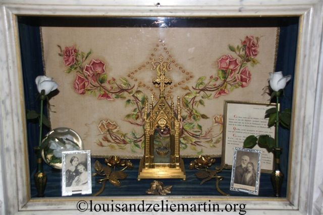 A reliquary of St. Therese flanked by golden roses