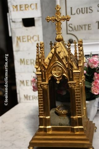 Close-up of the reliquary containing St. Therese's flesh
