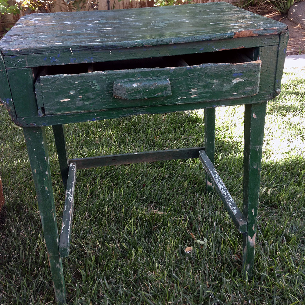 RUSTIC GREEN TABLE - AMERICAN VINTAGE RENTALS