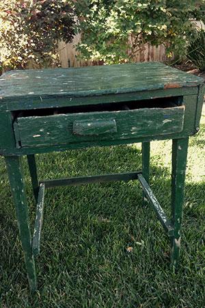 Rustic Green Table - $25    MORE DETAILS & PICS...