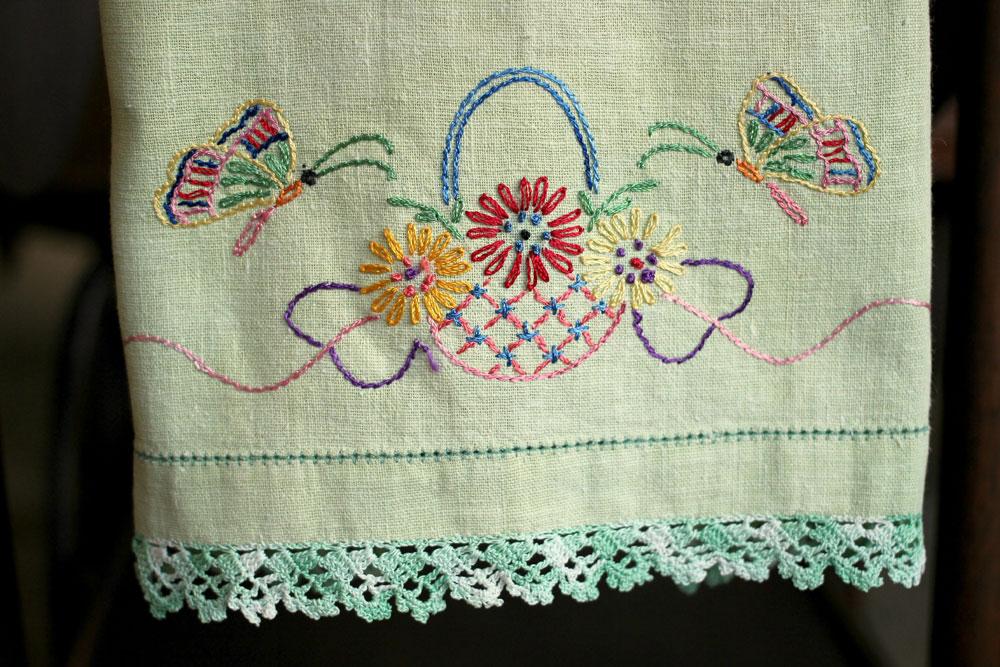 Green-Kitchen-Towel-detail-1000x667.jpg