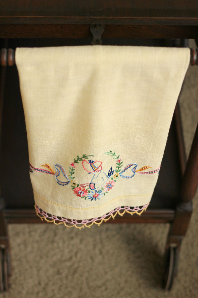 Vintage-Embroidered-kitchen-towel-yellow-wpinkyellow-trim-lady-in-bonnet-667x1000.jpg