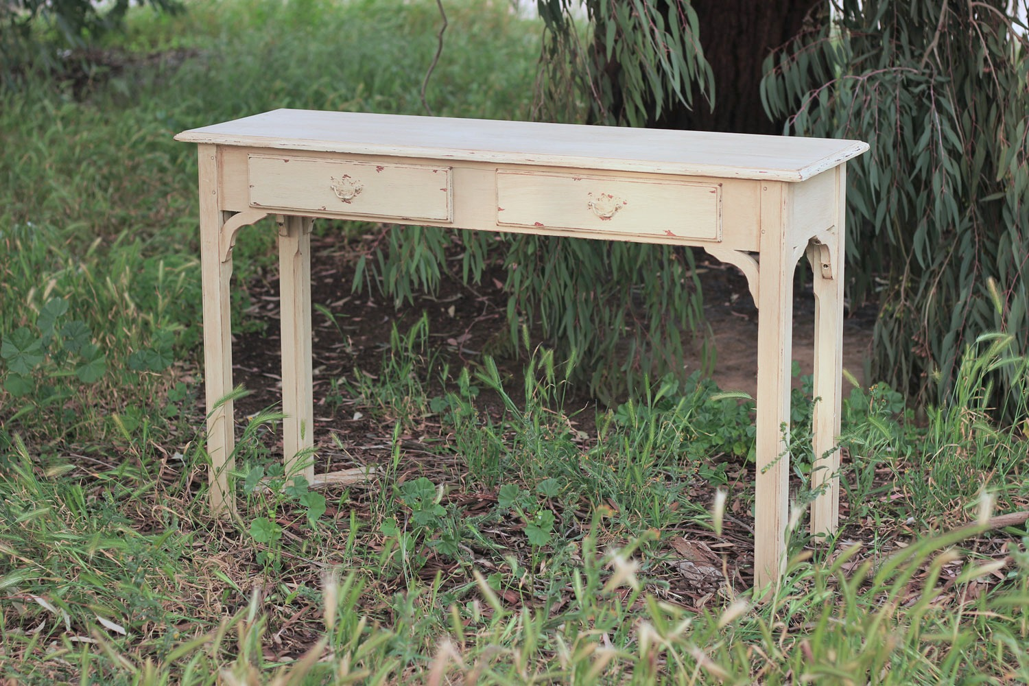 Sofa-Table-Shabby-Chic-1500x1000.jpg
