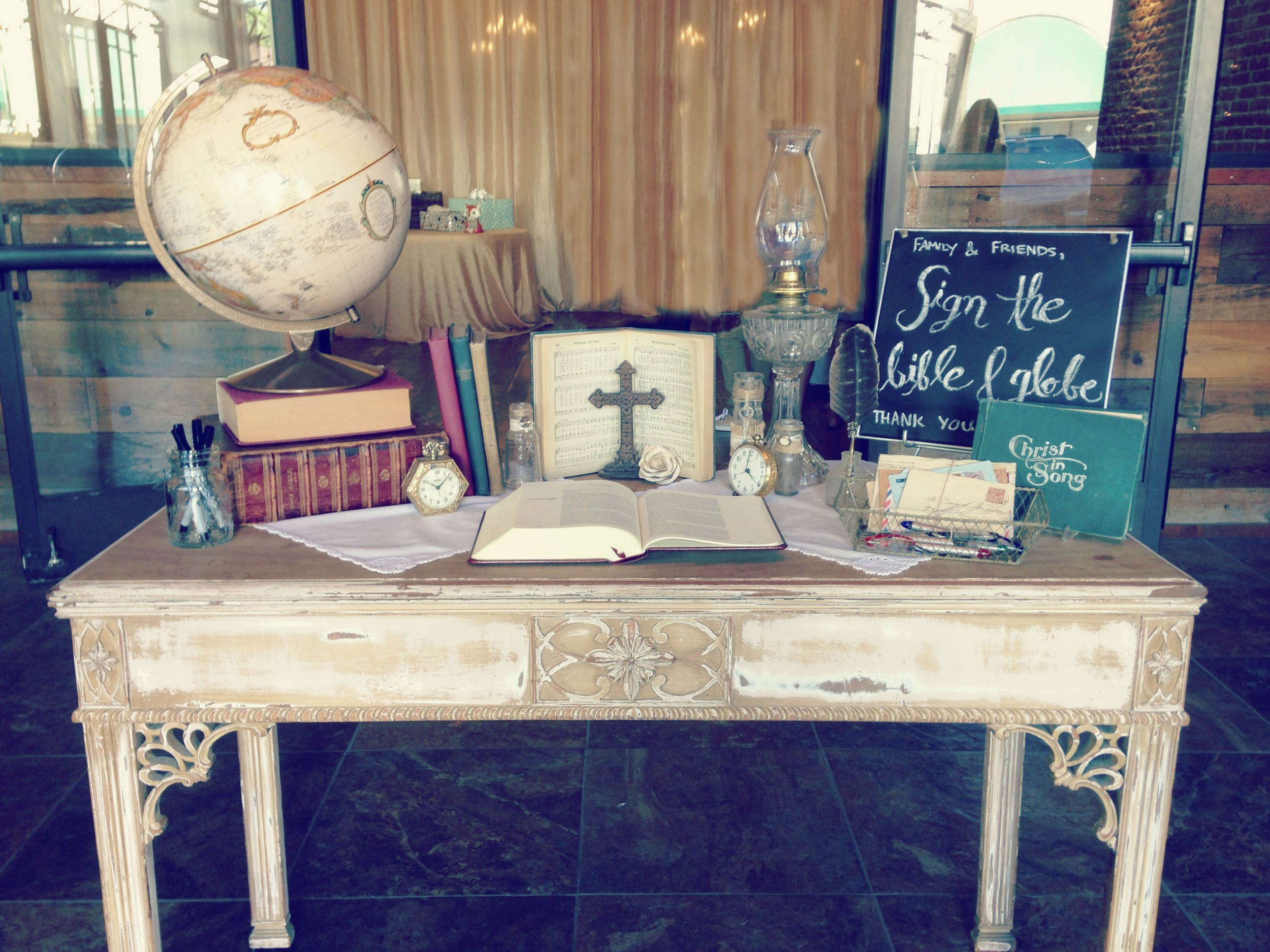Vintage wedding Guest welcome sign-in table