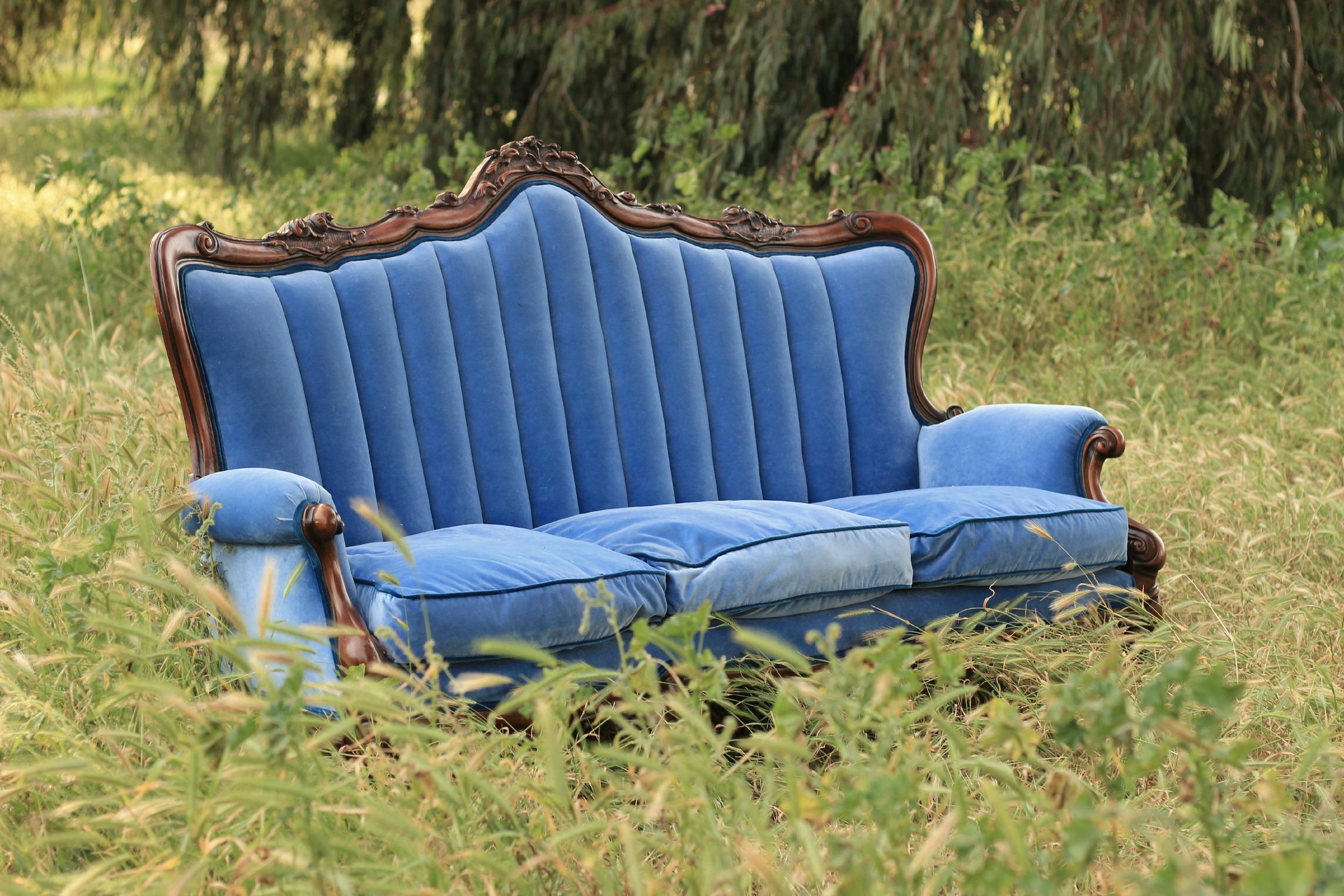 Oak Farm Vineyards Wedding Vintage Sofa
