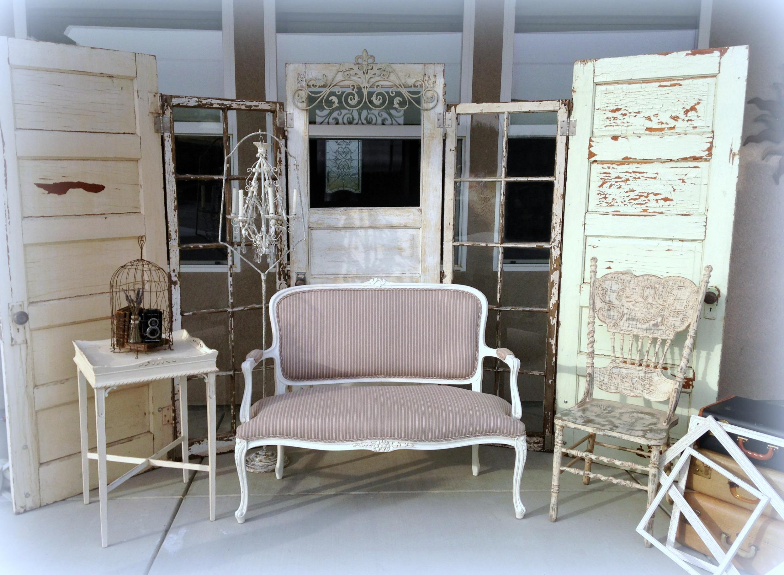Vintage Wedding Guest Lounge