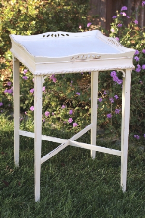 Side Table - $25    MORE DETAILS & PICS...