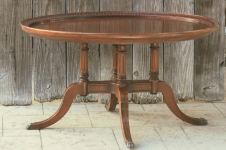 Oval Duncan Phyfe Coffee Table - $30    MORE DETAILS & PICS...