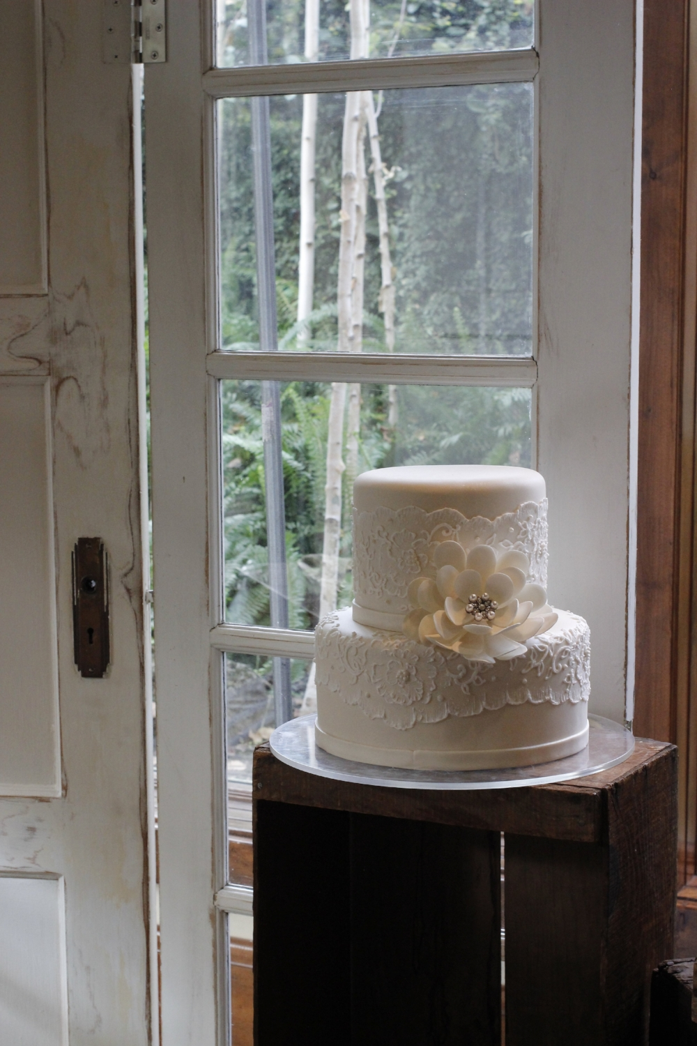 Vintage Wedding Door Altar Backdrop Cake Display