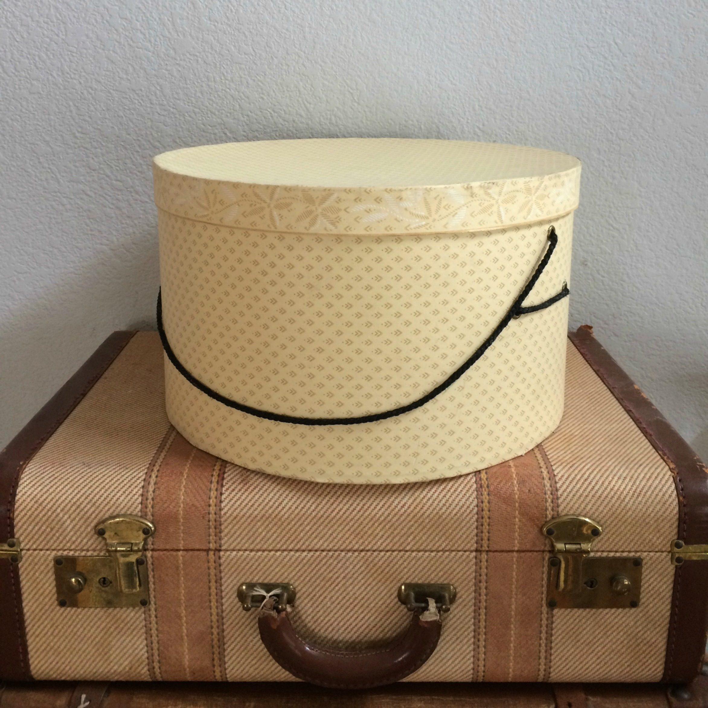 DIAMOND PATTERN HAT BOX - $10    MORE DETAILS & PICS...
