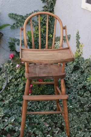 1930's High Chair   RENT FOR $35    MORE DETAILS & PICS...