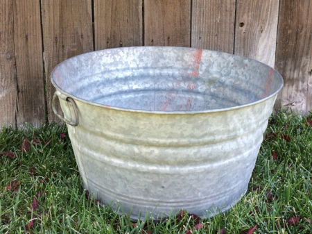 LARGE GALVANIZED WASH TUB - $15    MORE DETAILS & PICS...