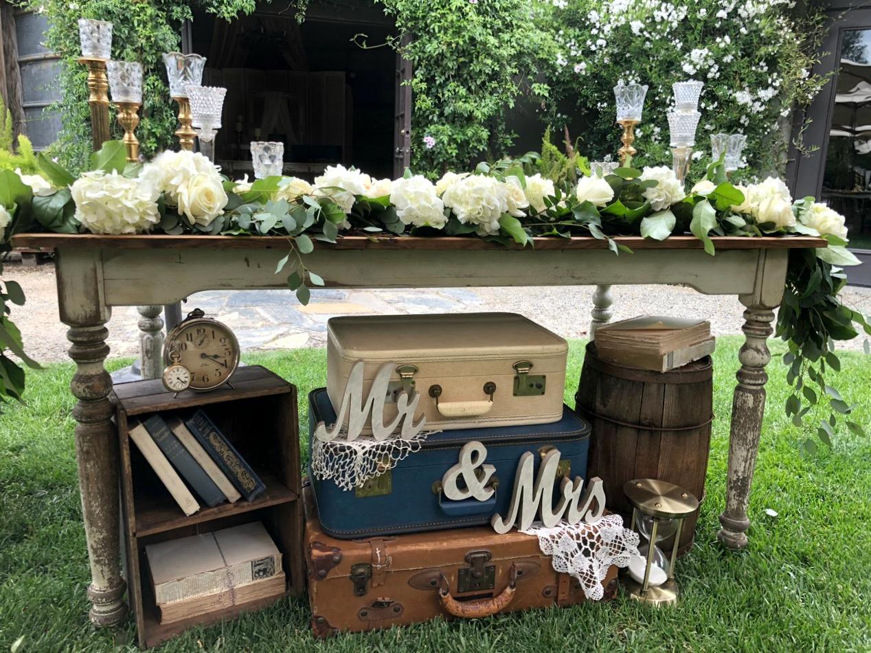 Pageo Farm Wedding - Vintage Sweetheart Table decor