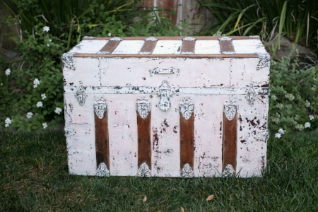 Painted Tin & Wood Steamer Trunk - $40    MORE DETAILS & PICS...