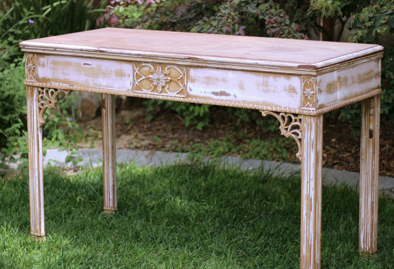Medallion Shabby Chic Console Table - $50    MORE DETAILS & PICS...