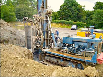 Borehole drill machine cropped.jpg