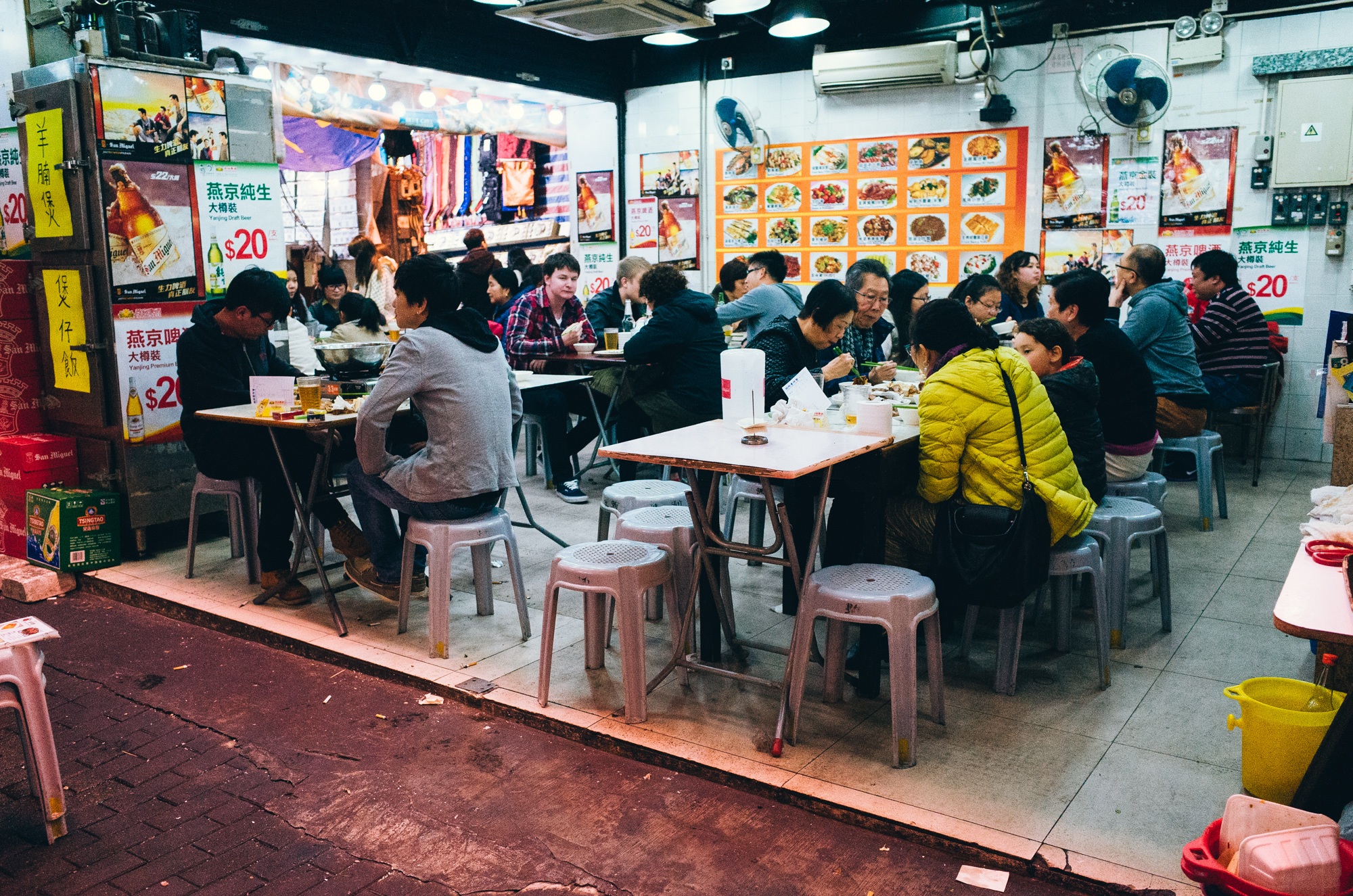 As aforementioned, Temple Street is home to a numerous locally-owned eateries with the typical Hong Kong menu.