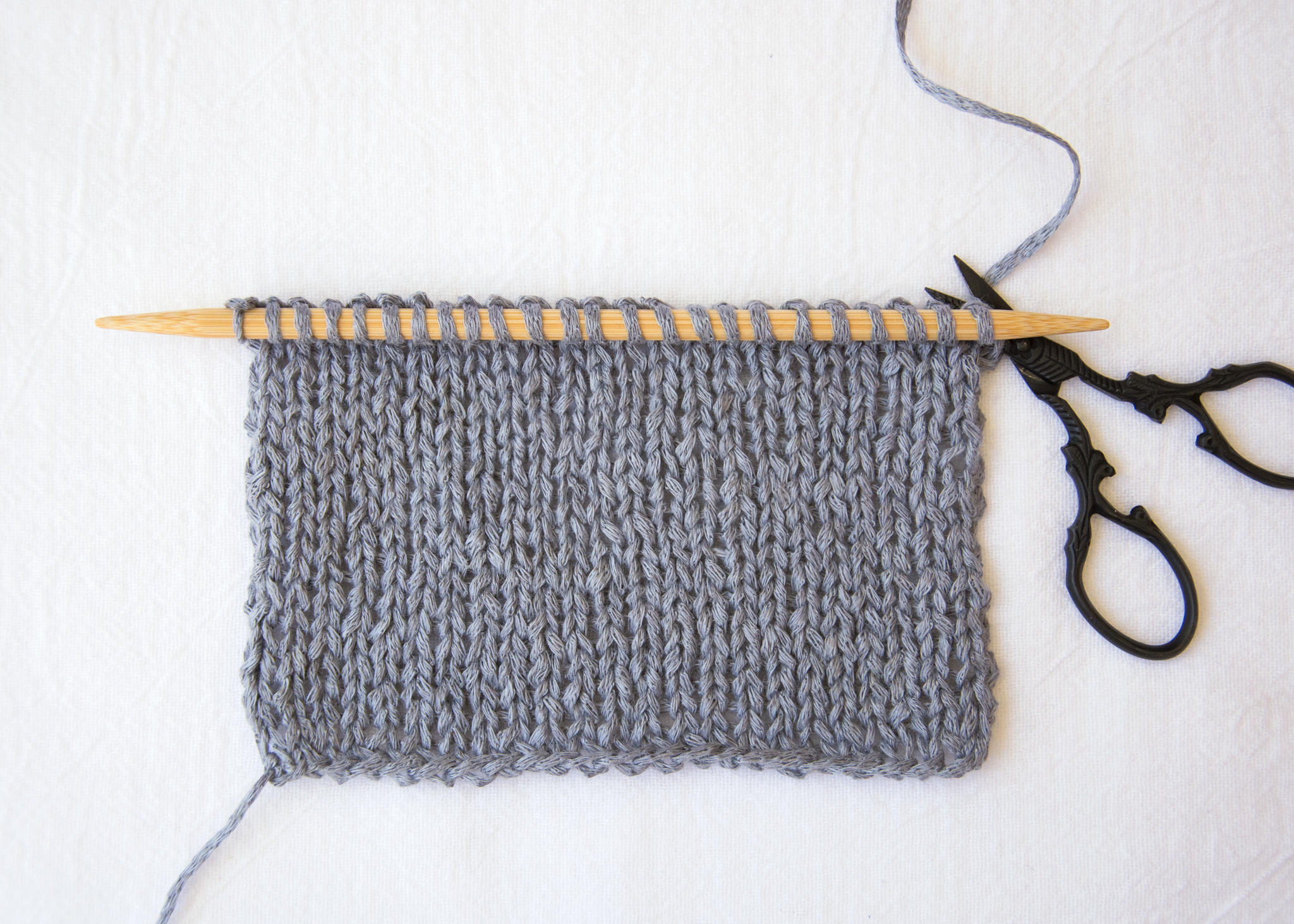 Cut the yarn flush with the edge of the last stitch.