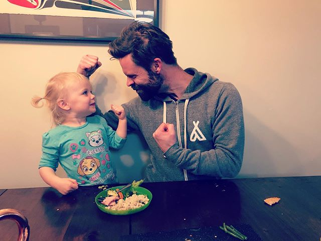 Eat your veggies kid. You'll get big strong arms, just like... your Dad ?? #skinnysongwriter