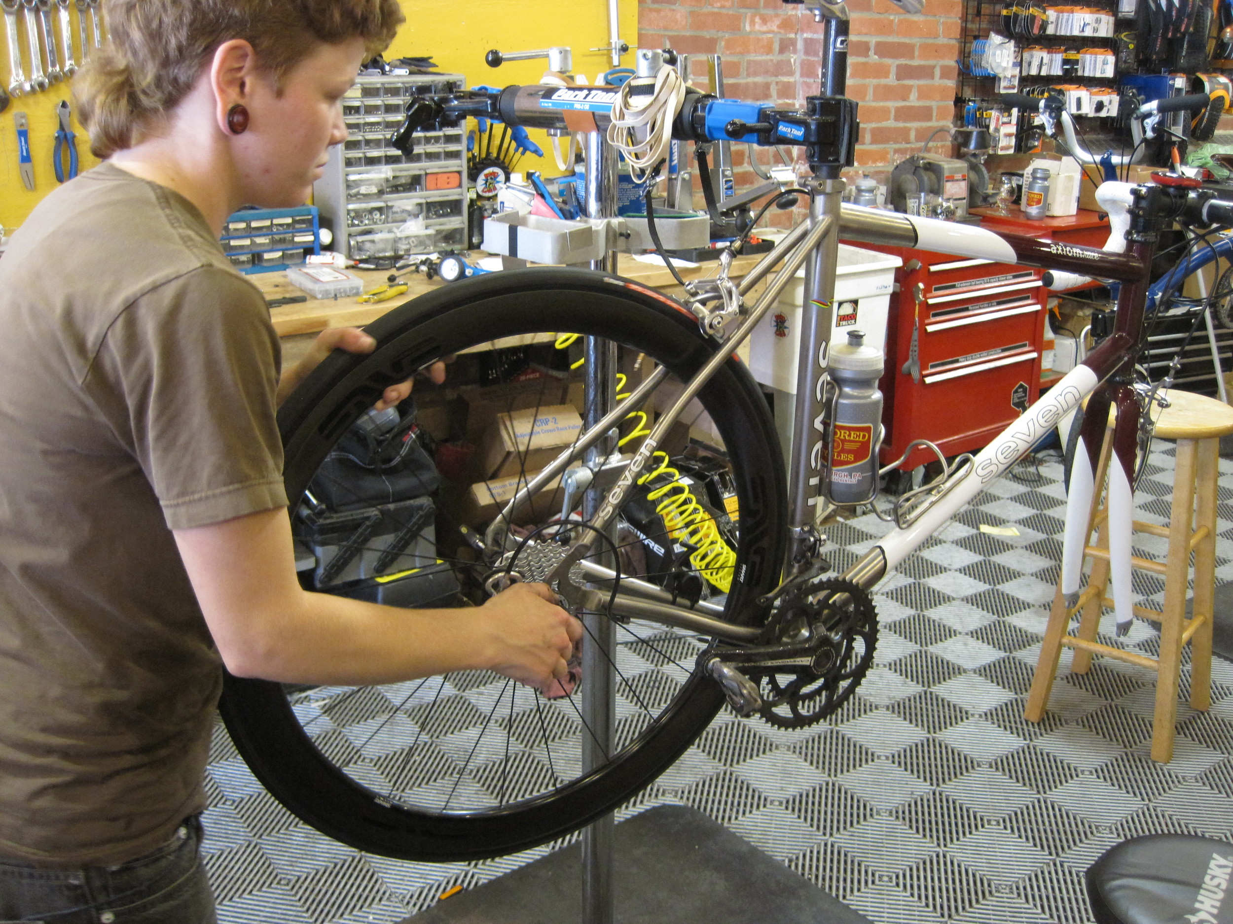 Wheelbuilding n'at — Kindred Cycles